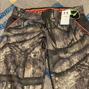 Women's Under Armour camo cold gear pants. NWT